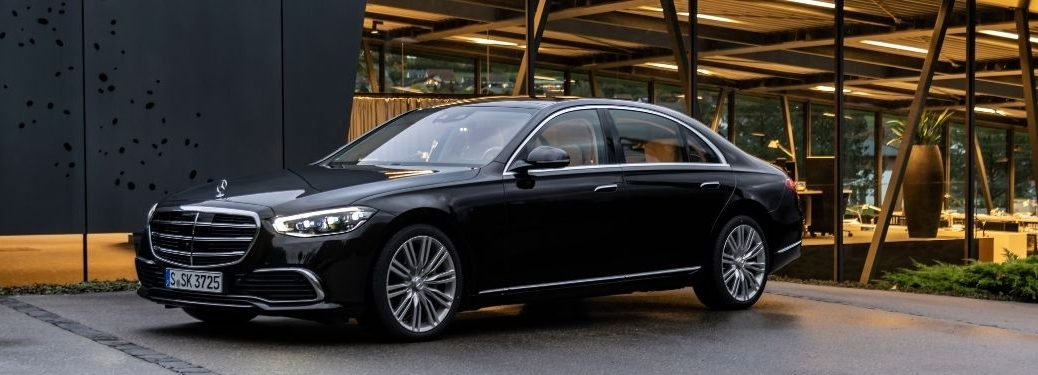 2022 MB S-Class exterior front fascia driver side in front of dark building with windows