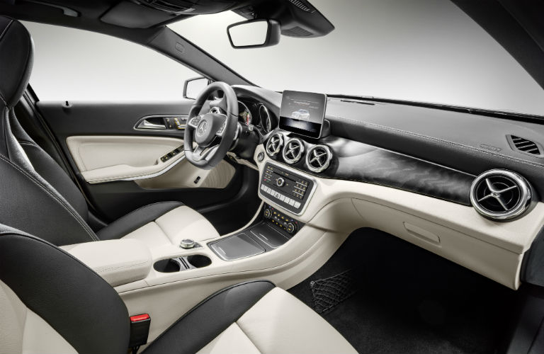 Does the 2018 Mercedes-Benz GLA have leather seating?