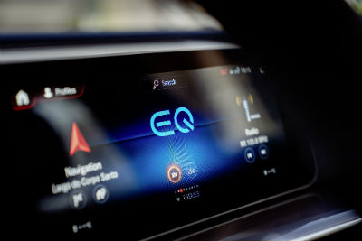 2020 MB EQC 1886 interior close up of touchscreen