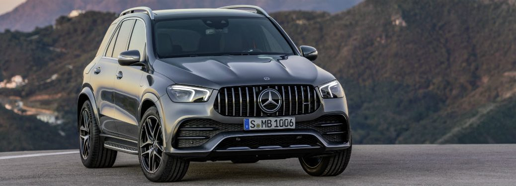 2020 MB GLE exterior front fascia and passenger side in empty lot overlooking valley