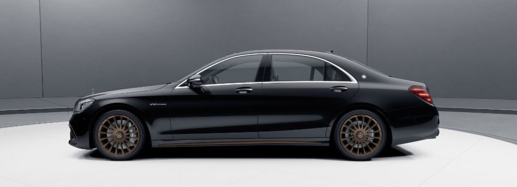2020 MB S-Class exterior driver side profile in gray and white room