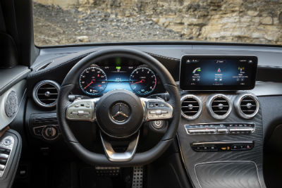 2020 MB GLC interior front cabin steering wheel and touchscreen