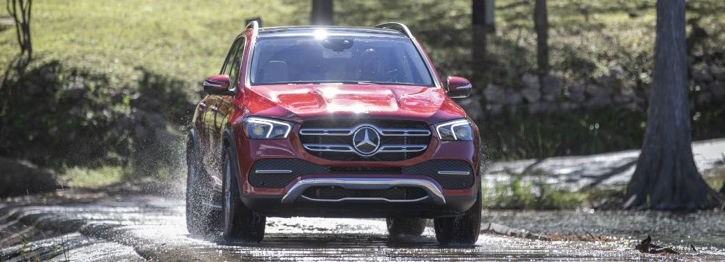 2020 MB GLE exterior front fascia and passenger side splashing up water off road