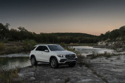 2020 MB GLE exterior front fascia and passenger side on rocks with pond behind it