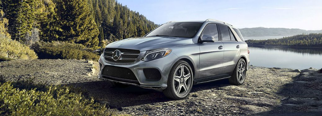 2019 MB GLE exterior front fascia and driver side in front of lake and valley