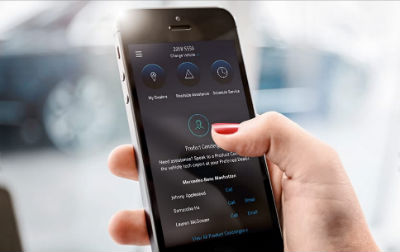 Mercedes me connect Assist Services hand holding a phone