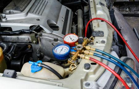 Filling air conditioning liquid engine