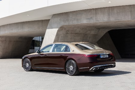 2021 MB S-Class exterior rear fascia driver side in front of concrete building