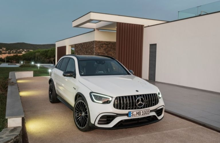 2022 MB GLC exterior front fascia passenger side next to building