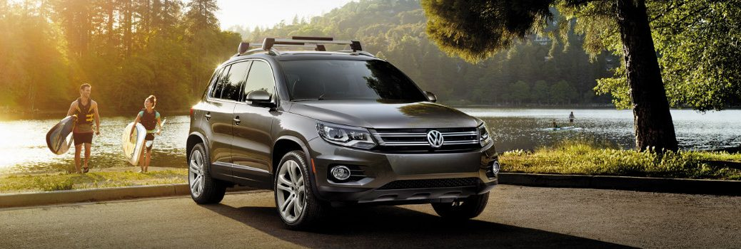 What are the features in 2017 VW Tiguan Wolfsburg and Sport?