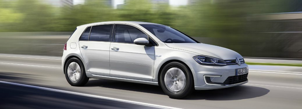 What is the electric range of the 2017 Volkswagen e-Golf?