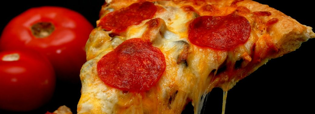 close up of pepperoni pizza slice