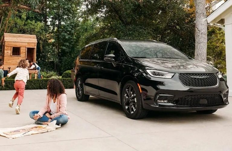 2021 Chrysler Pacifica Black front view with children playing around