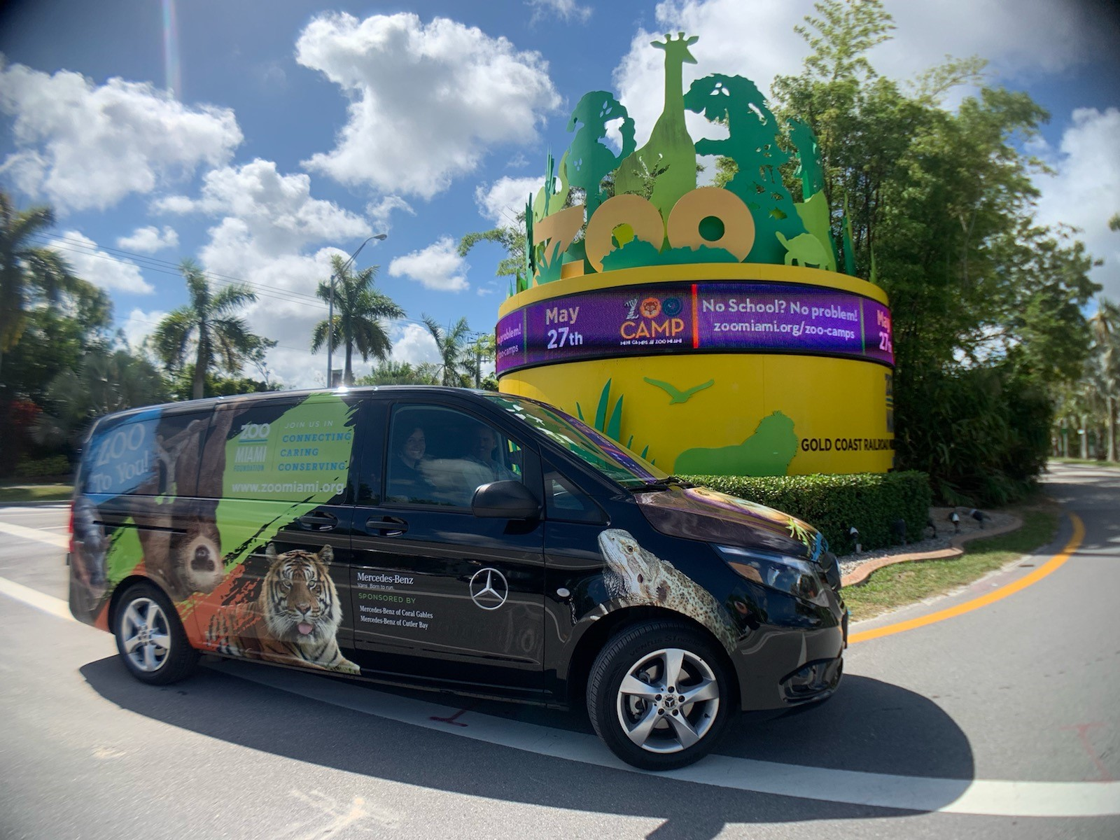 Mercedes-Benz of Cutler Bay and Mercedes-Benz of Coral Gables Grant Zoo Miami Foundation $30,000 for Educational Outreach Van