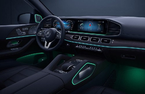 2020 MB GLE SUV interior front row steering wheel dashboard center console green ambient lighting