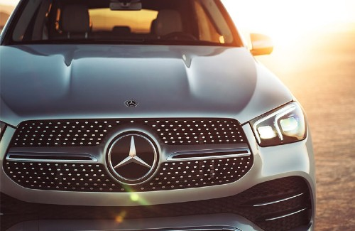 2020 MB GLE SUV silver exterior close up of front fascia sun shining in background