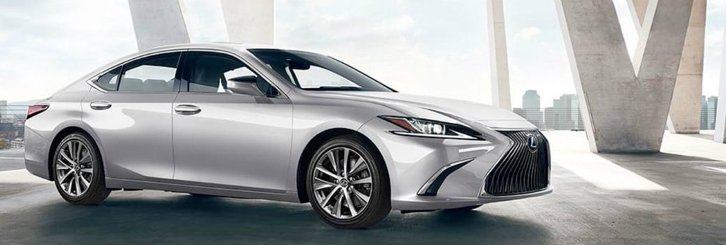 2020 Lexus ES in motion