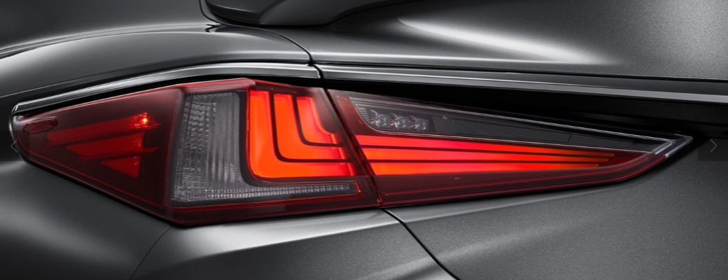 Close up of the 2021 Lexus ES taillight
