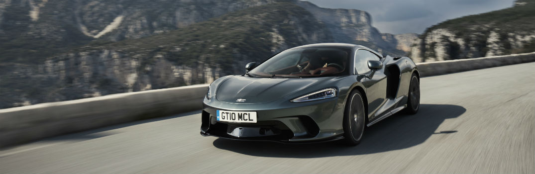 How does McLaren use cutting-edge engineering in the new GT?
