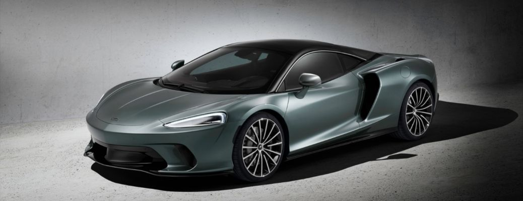 What are the performance features of the 2021 McLaren GT?