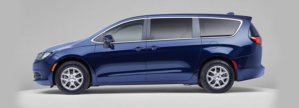2020 Chrysler Voyager view from side