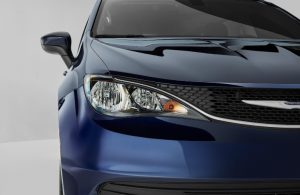 Close up of the front end of the 2020 Chrysler Voyager