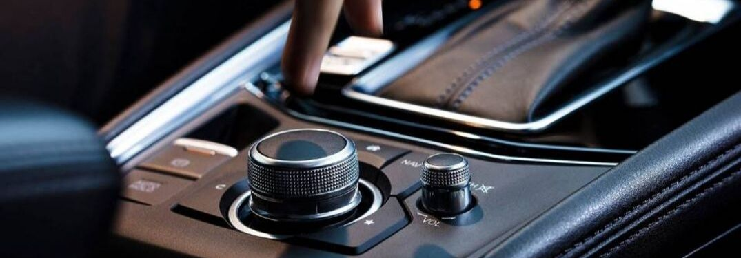 persons-hand-about-to-turn-Commander-control-knob-in-2019-Mazda-CX-5