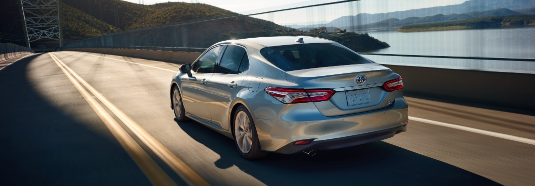 Does the 2020 Camry Hybrid or 2021 Corolla Hybrid have better fuel economy?