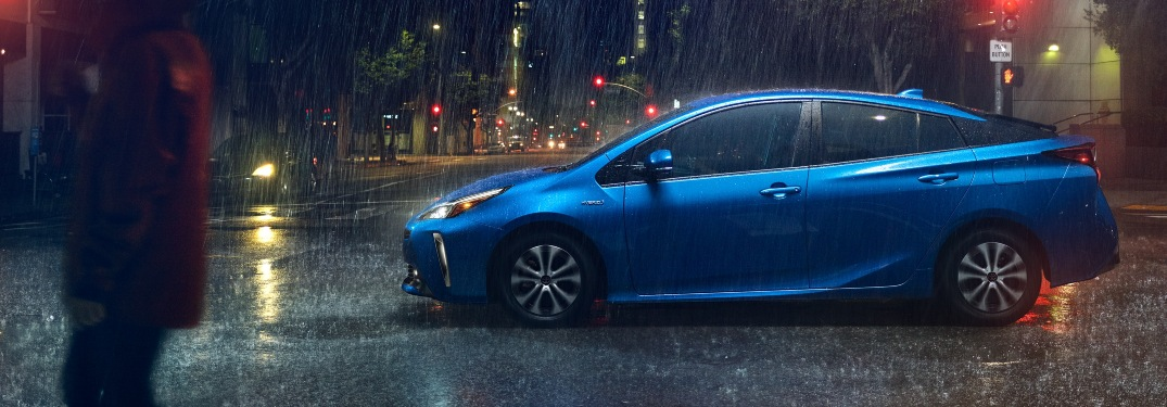 How many mpg does the 2021 Toyota Prius get?