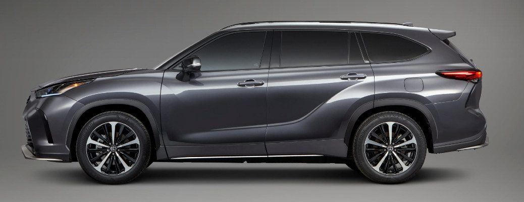 2021 Toyota Highlander XSE exterior side shot with gray metallic paint color