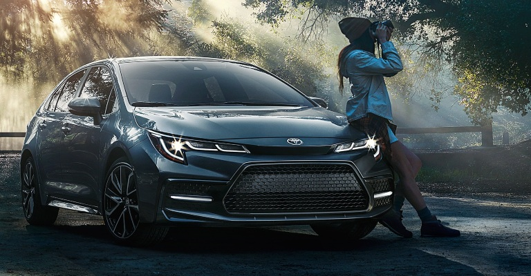 2020 Toyota Corolla gray front view