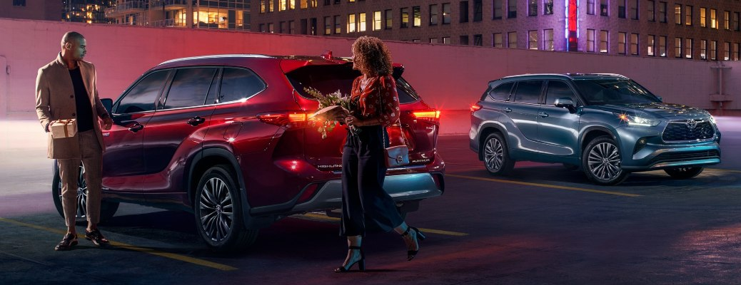 2021 Toyota Highlander red back view at night