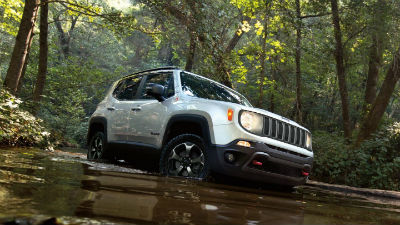 2020-Jeep-Renegade-passenger-side-front-fascia-driving-through-water_o