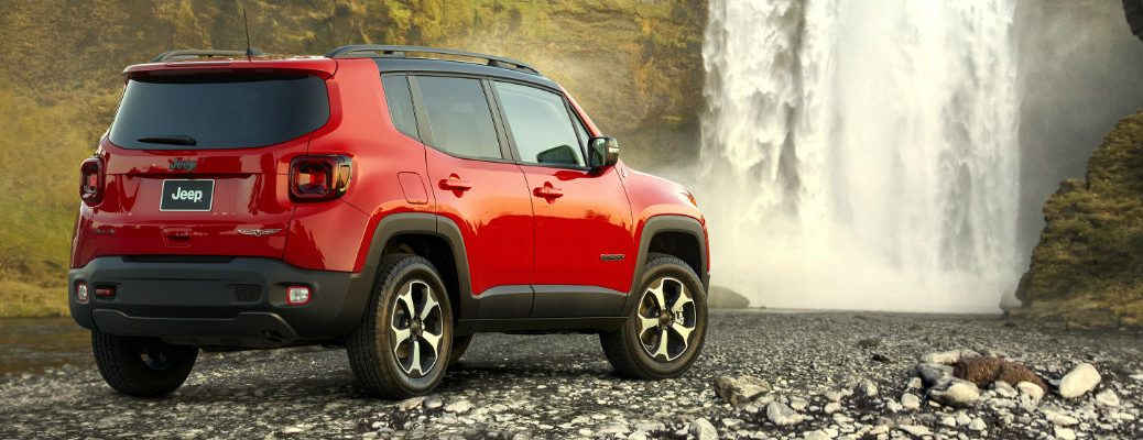 A rear right quarter photo of the 2020 Jeep Renegade.