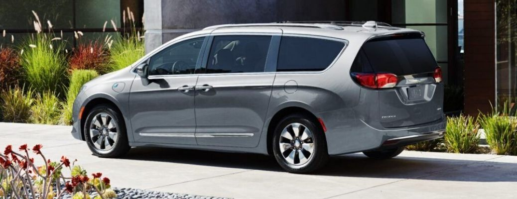 2020 Chrysler Pacifica parked on the street side view