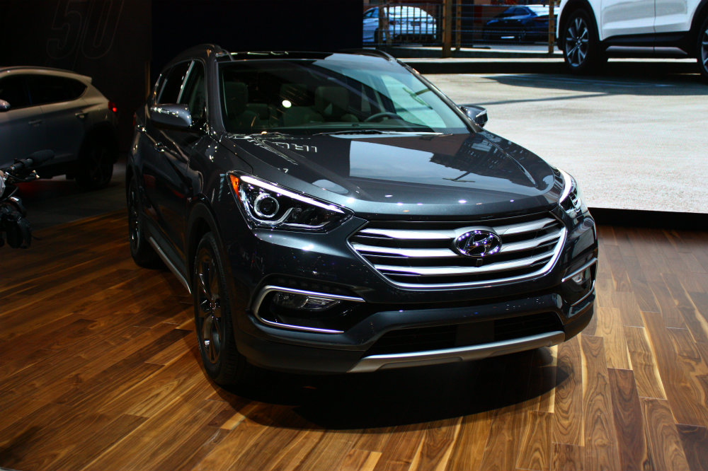 2017 Hyundai Santa Fe new front fascia and brushed grille