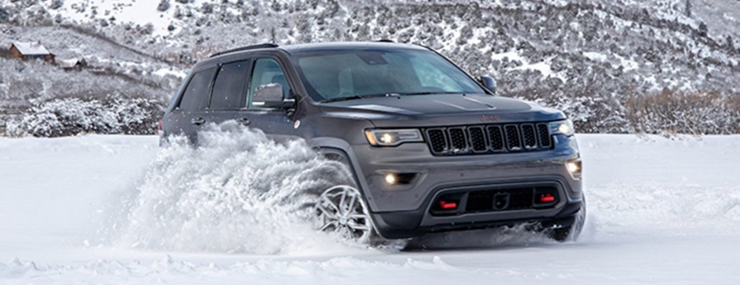 2020 Jeep Grand Cherokee in the snow side view gray