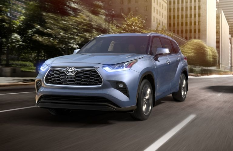 2020-Toyota-Highlander-in-Moon-Dust-driving-on-city-road