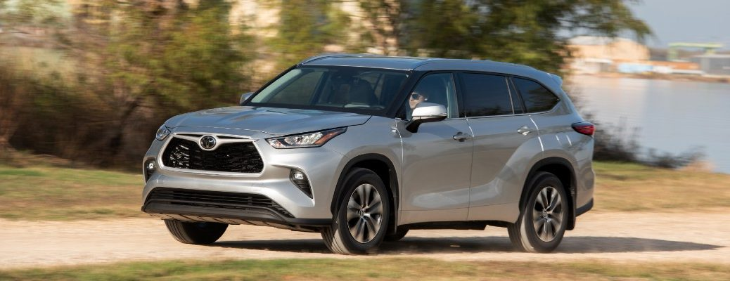 A left profile photo of the 2020 Toyota Highlander