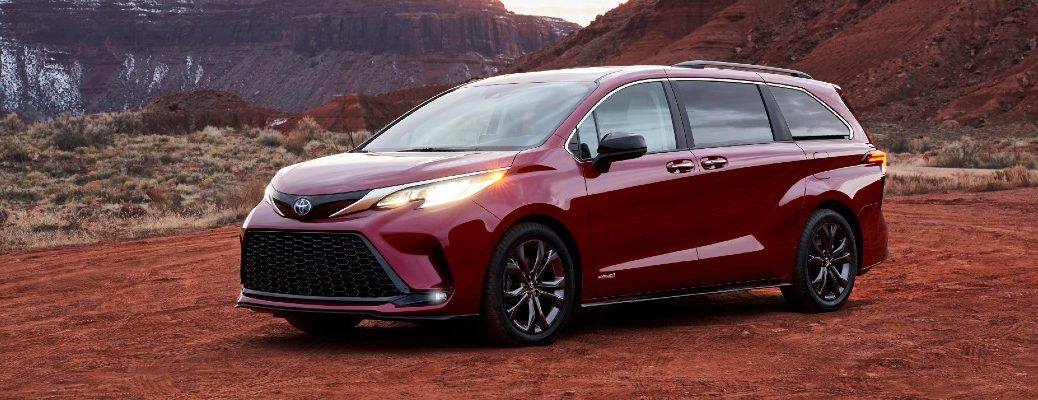 A front-left quarter photo of the 2021 Toyota Sienna.