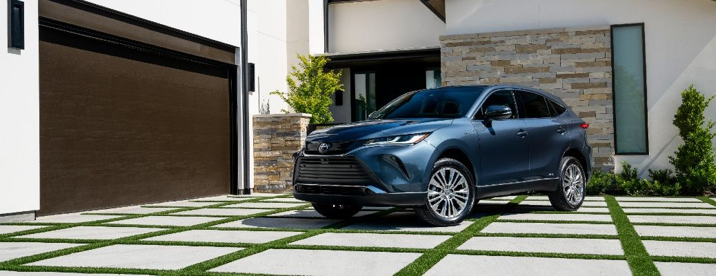 A front-left quarter photo of the 2021 Toyota Venza.
