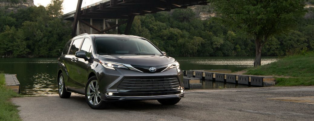 A head-on photo of the 2021 Toyota Sienna.