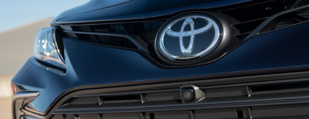 A photo of the Toyota badge on a Toyota vehicle.