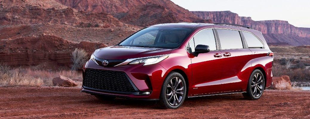 A left profile photo of the 2021 Toyota Sienna.