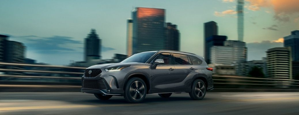 2021 Toyota Highlander Magnetic Gray Metallic moving on the road