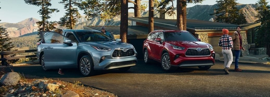 Blue and Red 2021 Toyota Highlander Models in a Cabin Driveway