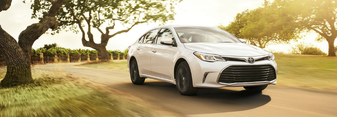 Eye the Efficiency & Performance Specs of the 2018 Toyota Avalon Hybrid