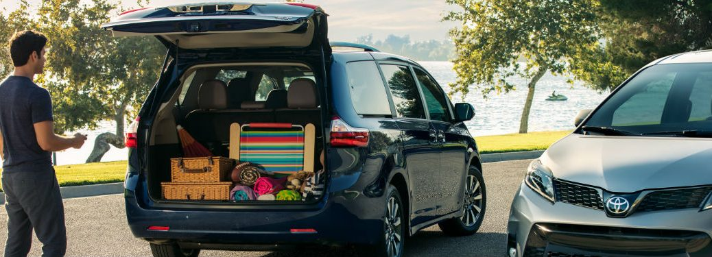 2019 Toyota Sienna with rear lift gate open