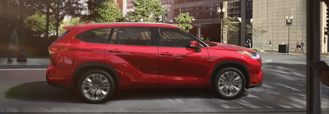 What technology features are available for the 2020 Toyota Highlander?