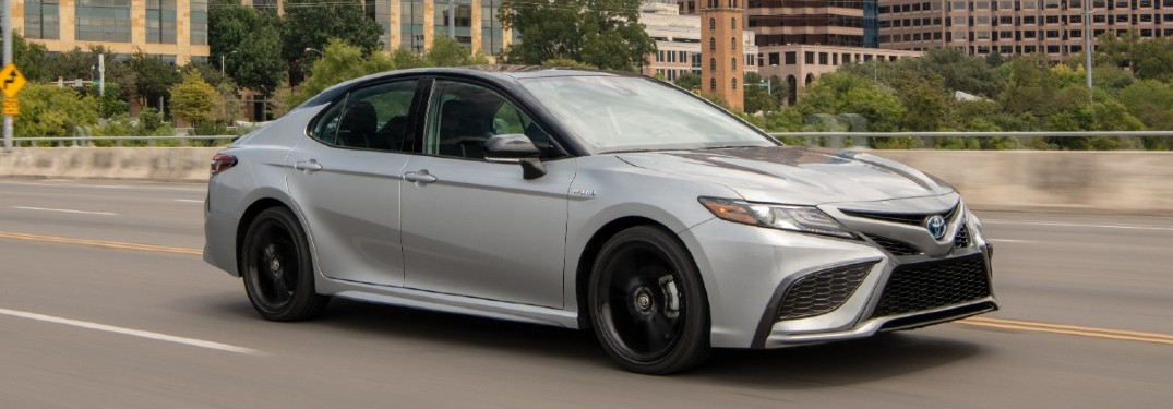 How do the 2021 Toyota Camry and the 2021 Honda Accord compare?